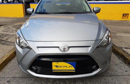 Auto Toyota Yaris 2018 de único dueño en buen estado