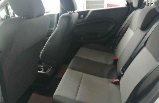 Auto Ford Fiesta 2015 de único dueño en buen estado