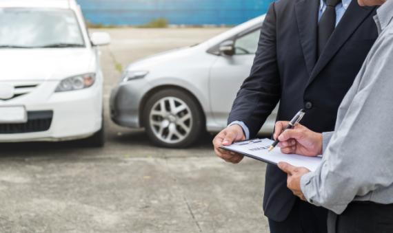 ¿Cómo contratar un seguro de auto?