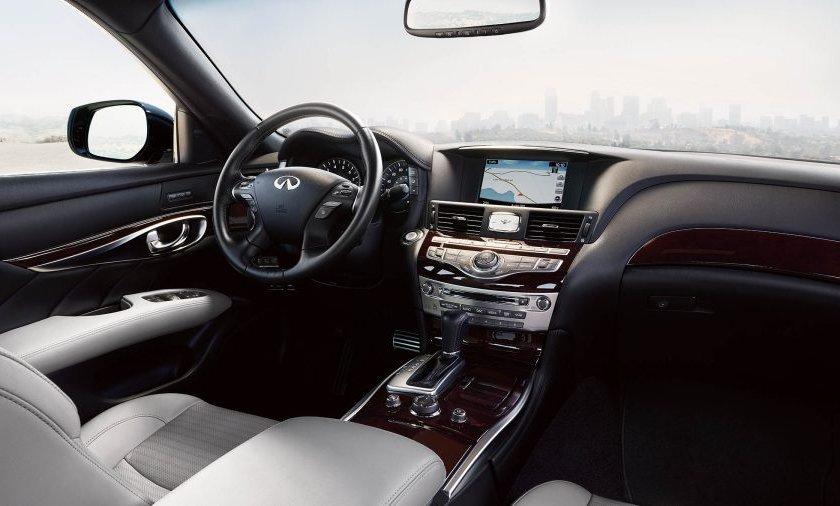 Infiniti Q70 2019 interiores