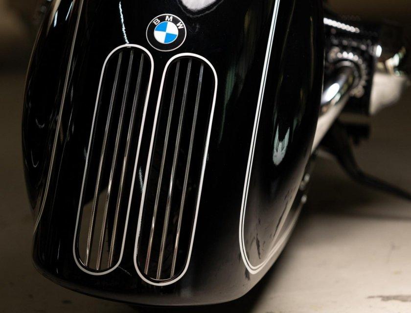 "BMW R18 ""Spirit of Passion"""