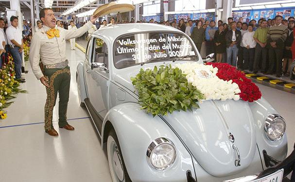 El VW Beetle dejó de fabricarse el 30 de julio de 2003, ¿cuántas unidades se construyeron tras 65 años de historia?